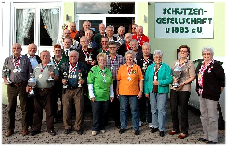 SiegerInnen des oberfränkischen Senioren- und Versehrtenvergleichs 2013 in Ebersdorf (Foto: H. Schmidt)